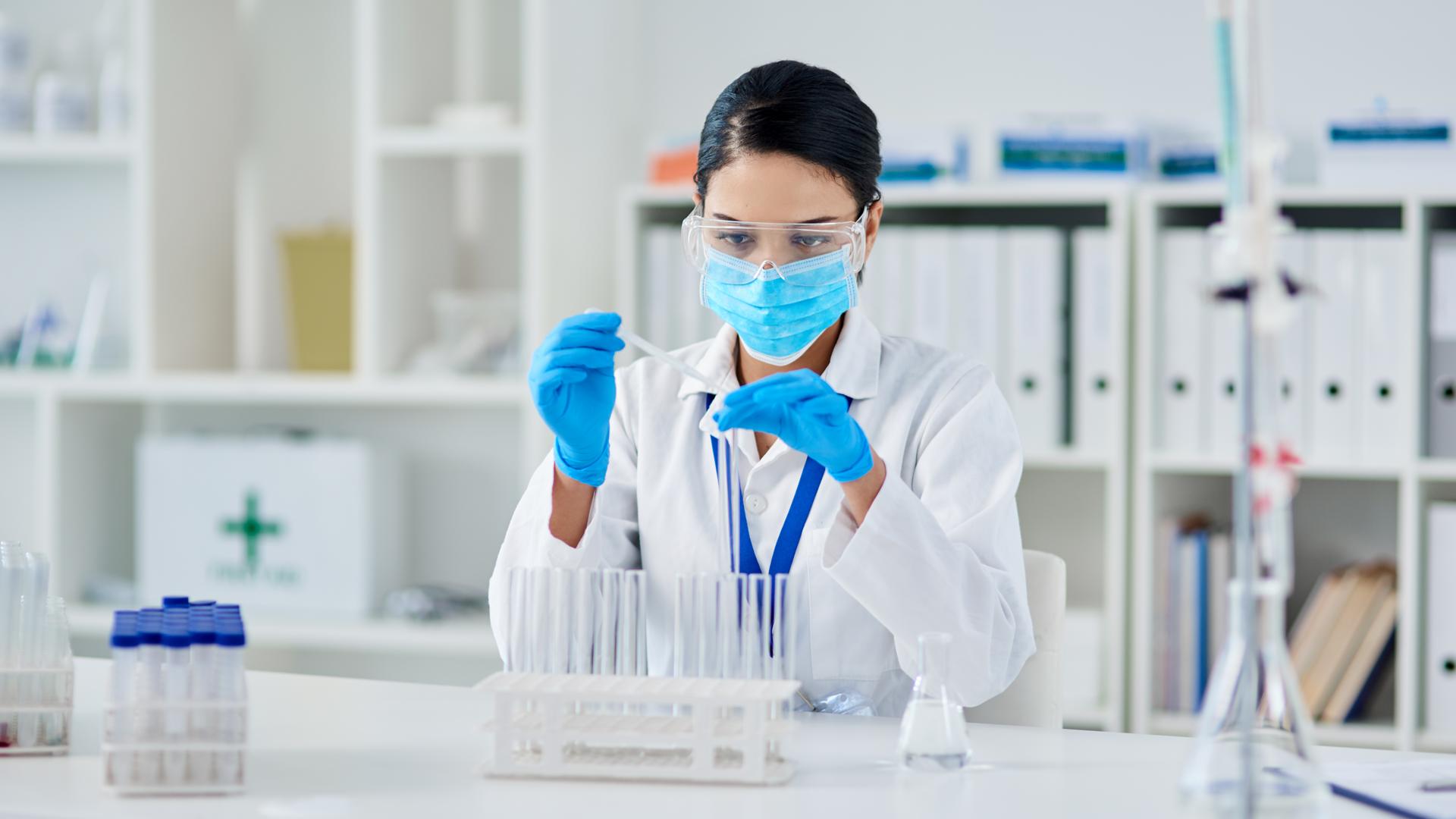 В России готовятся к испытаниям вакцины, которая будет защищать одновременно от гриппа и коронавируса