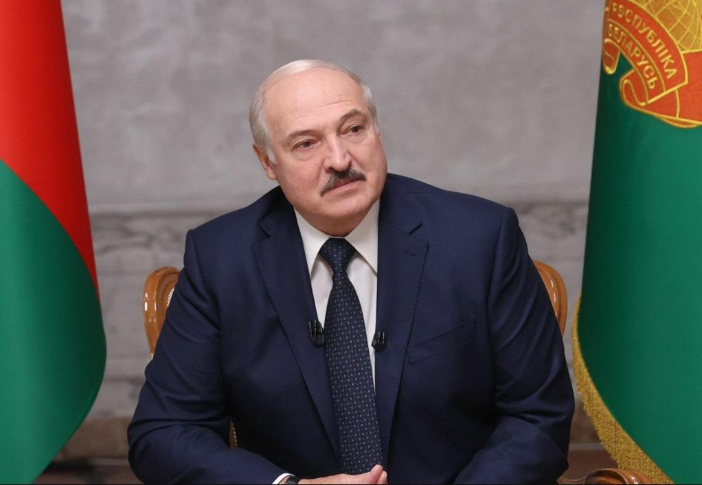 Лукашенко потребовал не снижать эффективность промышленности и выявлять работающих в ней шпионов