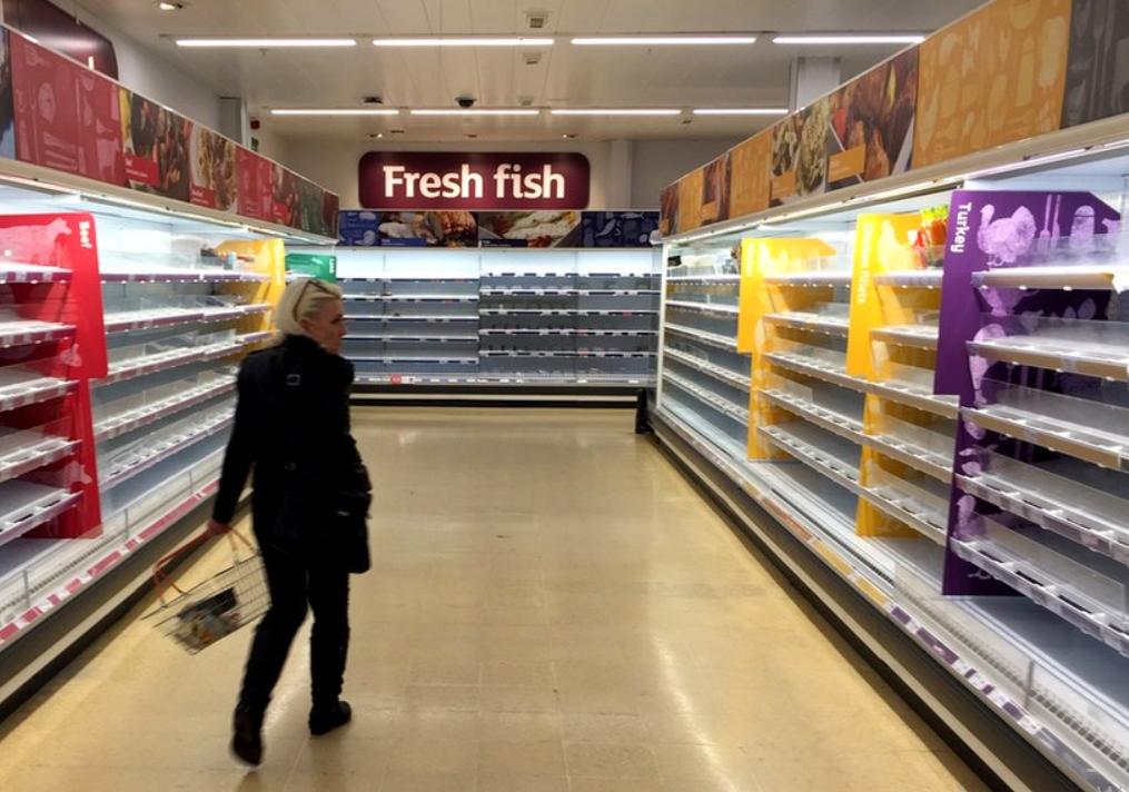 Британцы обвинили Россию в дефиците продуктов, бензина и газа