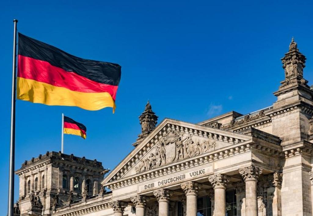 Будущему правительству Германии поступила просьба наладить политические отношения с Россией