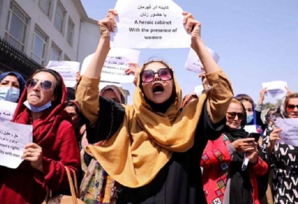 Талибы разогнали митингующих женщин с помощью слезоточивого газа