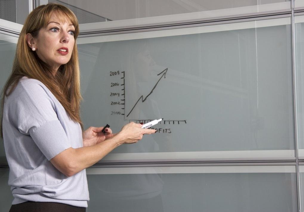 В правительстве рассказали о введении новой системы оплаты труда учителей