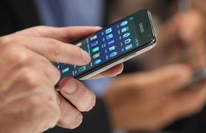 Инфекционист предупредила о большом количестве инфекций на поверхности смартфонов