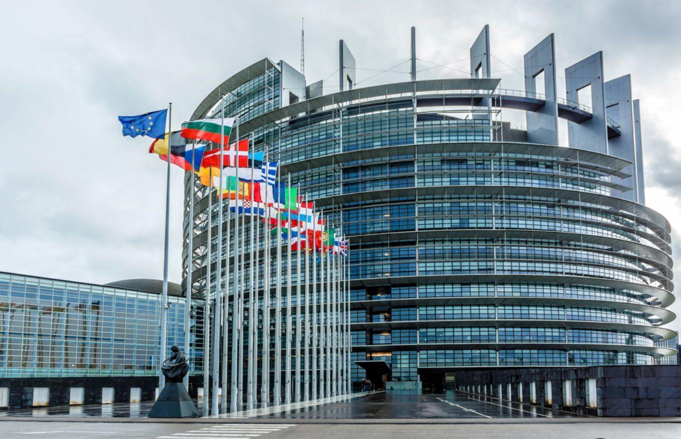 Европарламент призвал пересмотреть отношения с Россией