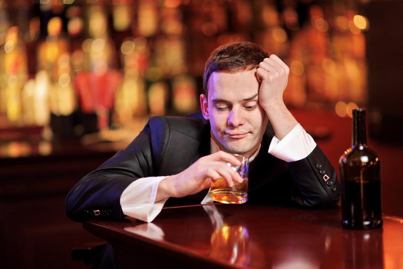 Употребление алкогольных напитков повышает риск тяжелого протекания COVID-19