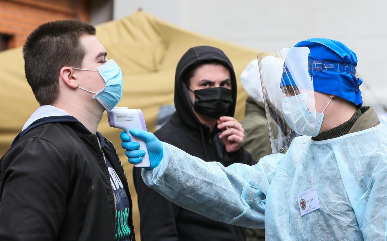 В России продолжает увеличиваться суточный прирост инфицированных COVID-19