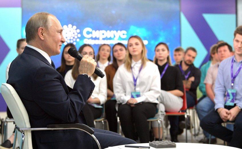 Путин призвал школьников соблюдать информационную гигиену