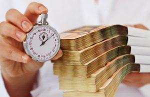 В августе россияне взяли рекордную сумму кредитов наличными