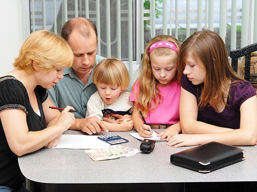 Счетная палата предлагает сделать ежегодной практику школьных выплат