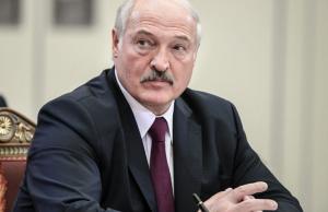 Лукашенко призвал ведомства не навязывать людям вакцинацию и бороться с «коронофейками»
