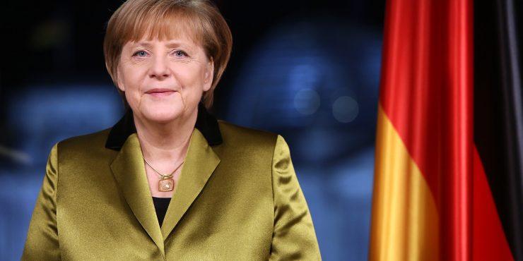 Ангела Меркель заявила, что связывала с цветом одежды политические сигналы