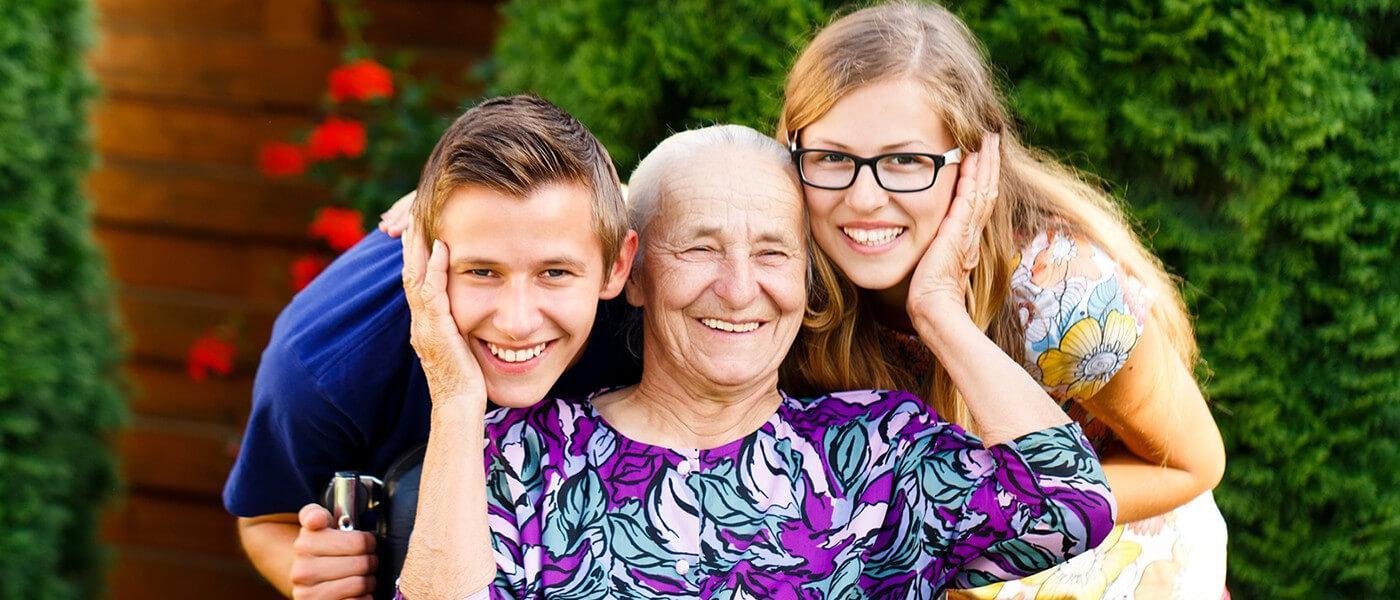 Родители-пенсионеры, чьи дети учатся на очном отделении, могут получить повышенную пенсию